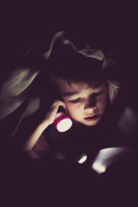 司書オススメの読書灯で目を悪くせず、サクサクインプットしよう!安眠も邪魔しない読書灯4選 読書灯 読書